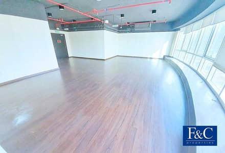 مکتب  للايجار في أبراج بحيرات الجميرا، دبي - Spacious   Unfurnished   Wooden Flooring