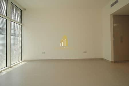 استوديو  للايجار في المطار، أبوظبي - Modern finishes Studio with storage areas & near to park !
