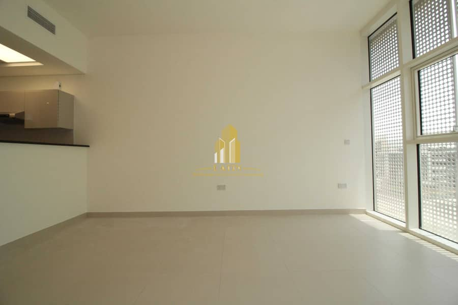 2 Modern finishes Studio with storage areas & near to park !