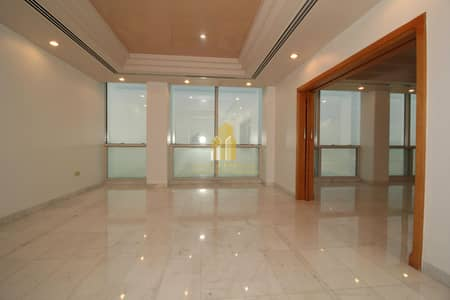 شقة 4 غرف نوم للايجار في الحصن، أبوظبي - Featured location with SEA VIEW 4 bedroom apartment !| Parking & facilities available!