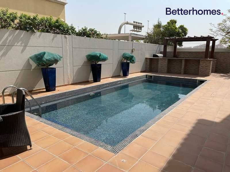 2 Single Row   Private Pool   5 bed   Unfurnished   Vacant