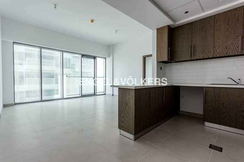 2 Open View   Spacious   Floor to Ceiling Glass