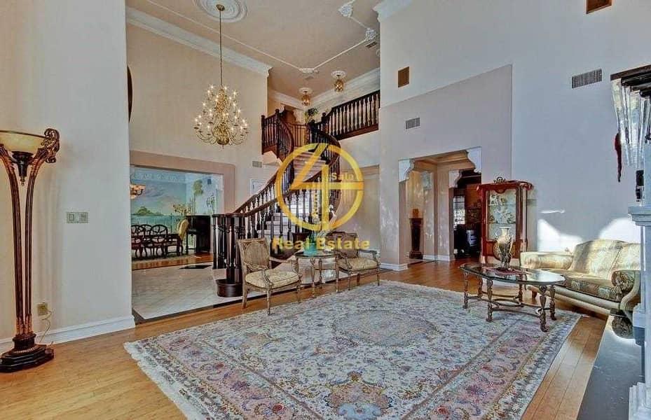 12 Amazing villa in Prime Location