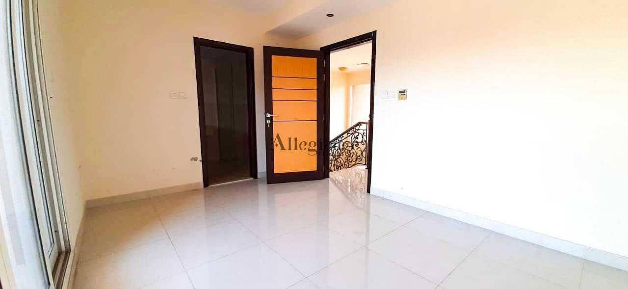 spacious villa| Corner|Ready to move