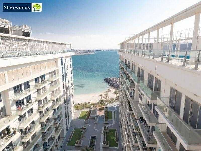 10 Beachfront Living - Cozy with Superb Facilities