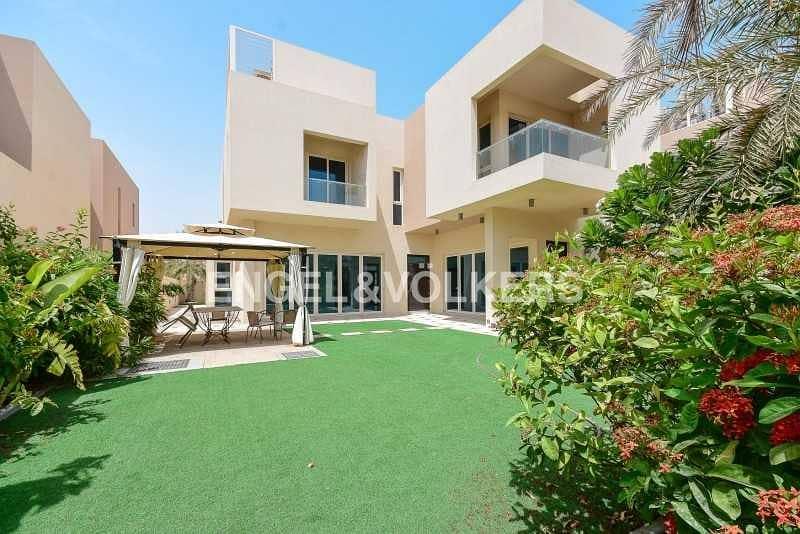2 Beautifully Landscaped Villa |Spacious Layout