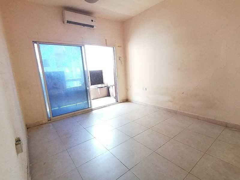 شقة في الغوير 1 غرف 15000 درهم - 5271248