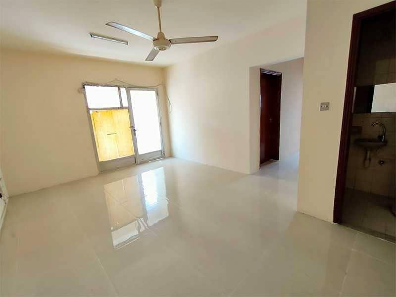 شقة في الغوير 2 غرف 22000 درهم - 5249639