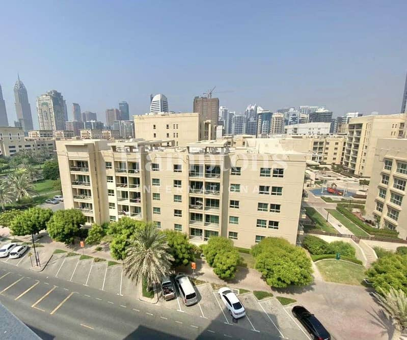 Well maintained & upgraded 1 Bedroom Apt
