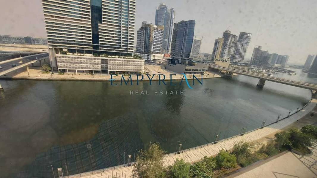 10 Spacious unit   Full Canal View   With Maid Room