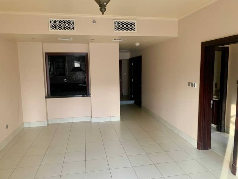 2 GREAT LOCATION   WELL MAINTAINED   HIGH FLOOR