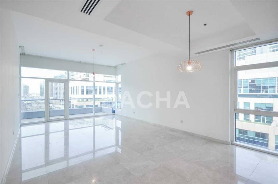 2 Spacious 1BR with Large terrace and Burj View