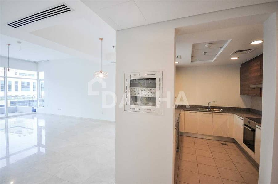 25 Spacious 1BR with Large terrace and Burj View