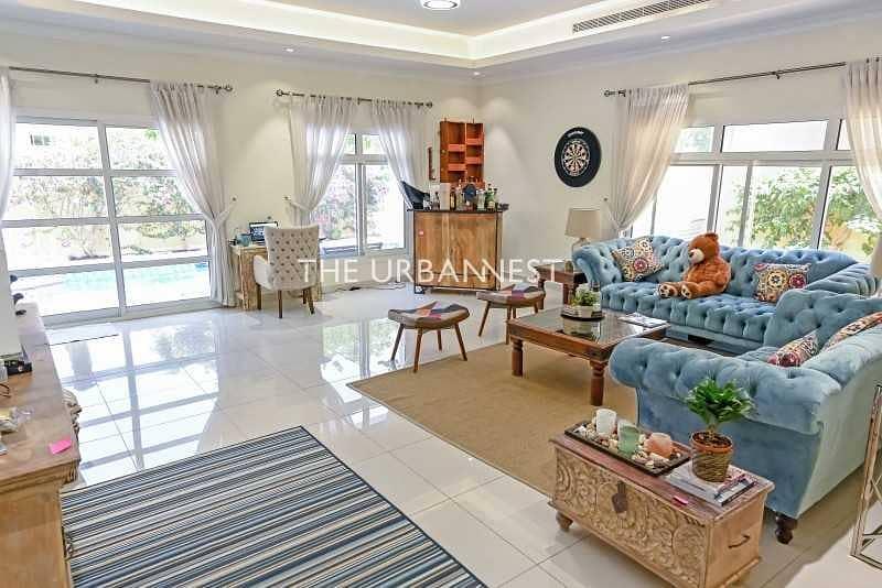 2 Vacant   Custom 5 Bed Villa w Pool   Top Location