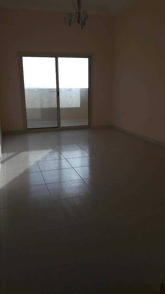 شقة في برج الزنبق مدينة الإمارات 1 غرف 16500 درهم - 5319718