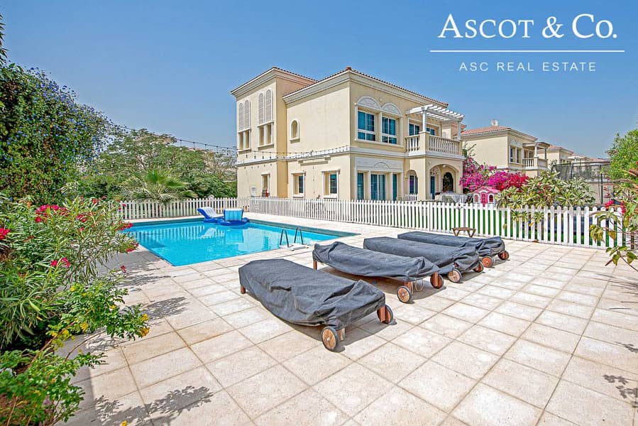 Exclusive Upgraded 3 Beds   Private Pool