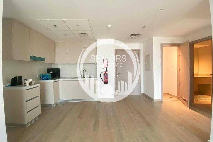 2 1BR apartment with Balcony and Great View