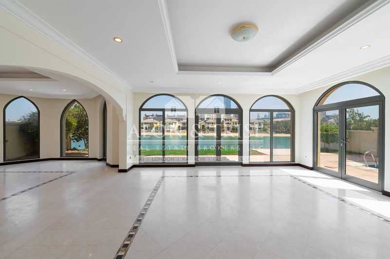 2 Private | Reserved | Vacant 4 Bed | Atrium Entry