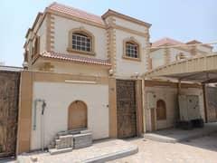 للايجار فيلا واسعه وفاخره | 5 غرف نوم رئيسية | مكيف سبليت | موقع متميز في عجمان.