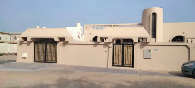 5 Bedroom Villa for Rent in Wasit Suburb, Sharjah - For rent villa in Sharjah Wasit suburb special location Close to Khaled Horreya Kitchen