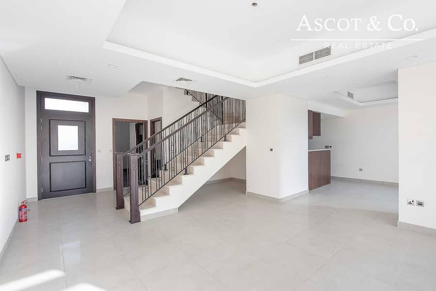 10 4 BED | SPACIOUS LIVING | MID UNIT | OCT