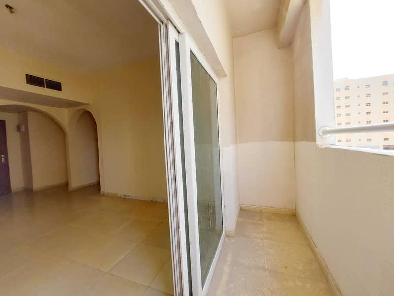 شقة في مبنى مويلح مويلح 2 غرف 26990 درهم - 5367669