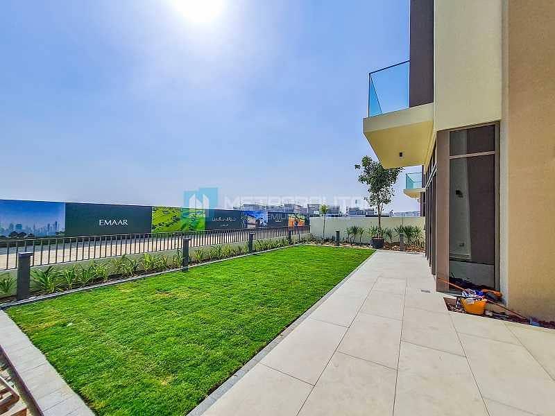 18 Luxurious Villa I Park Facing I Huge Plot