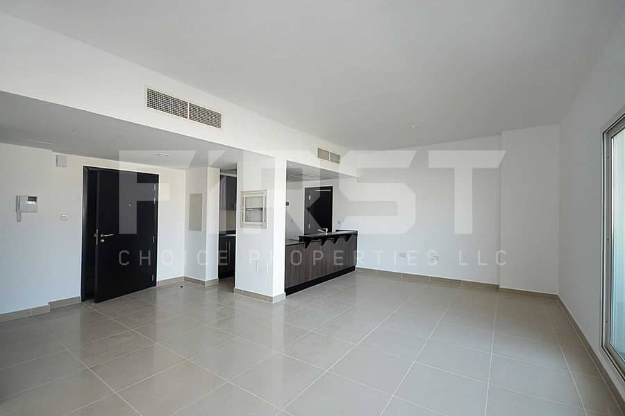 2 Up to 3 Cheques |Bright Spacious Apartment
