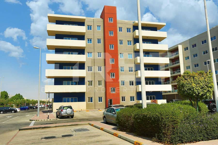 10 Up to 3 Cheques |Bright Spacious Apartment