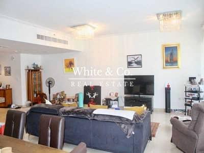 فیلا 3 غرف نوم للبيع في وسط مدينة دبي، دبي - Hot Stunning 3BR+Maid Duplex Villa With Terrace