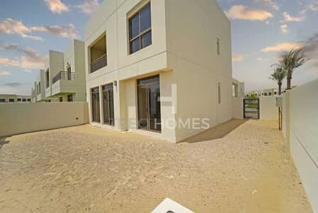 4 Bedroom Townhouse for Sale in Town Square, Dubai - Perfectly located 4br island unit   Cash
