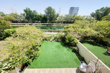 فیلا 2 غرفة نوم للبيع في الينابيع، دبي - Full Lake View | Fully Upgraded | 4M | 2 BR