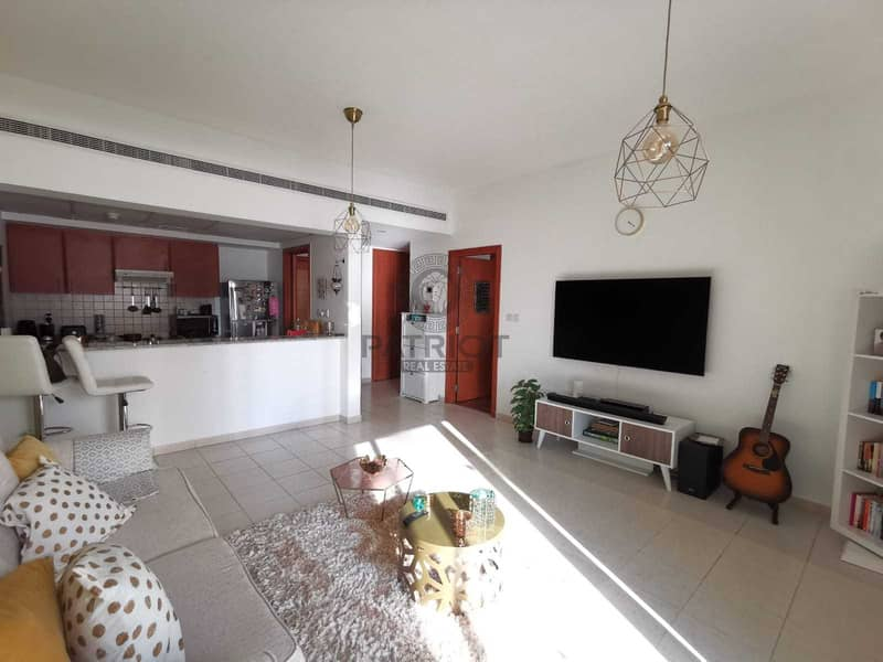 2 Well Maintained 1 Bedroom   Vacant On Transfer   Best Price
