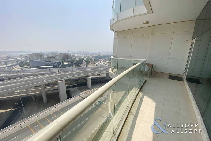 Vacant | Spacious 2 Beds | Large Balcony