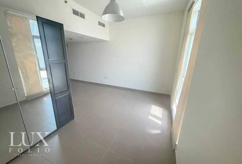 2 Spacious Layout   Large Windows  Vacant  