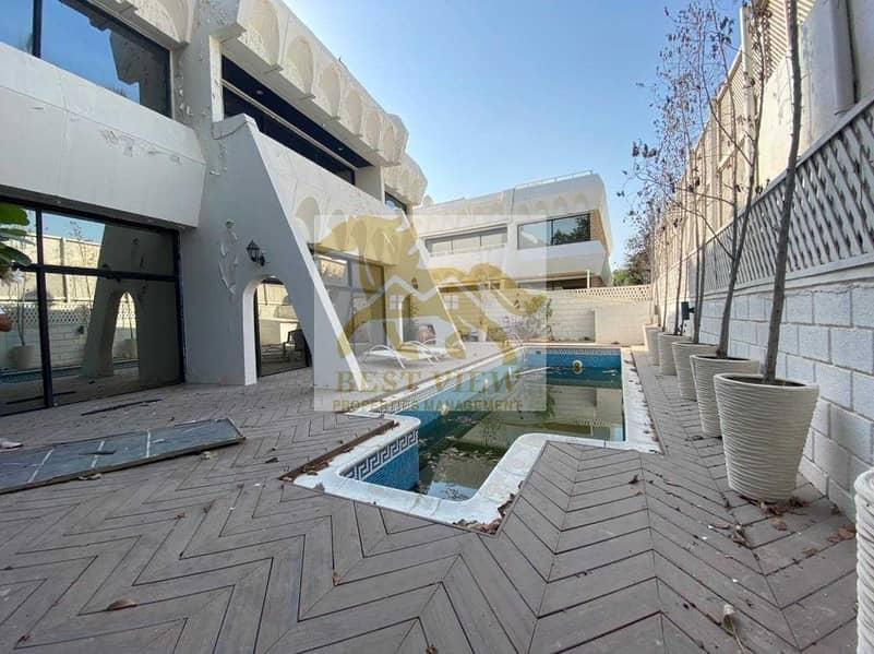 Spacious Villa 5 Bedrooms with Swimming pool in Corniche.