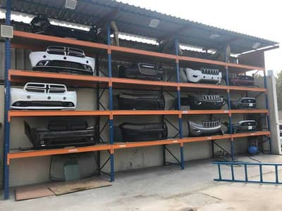 معرض تجاري  للبيع في المنطقة الصناعية، الشارقة - كراج كبير لبيع قطع غيار السيارات الأمريكي