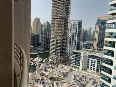 شقة 2 غرفة نوم للايجار في دبي مارينا، دبي - غرفتين نوم شاغرة وغير مفروشة بشرفة تطل على طريق الشيخ زايد في برج مانشستر . .