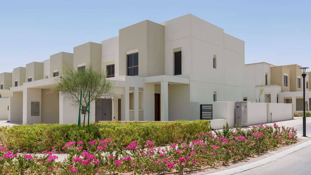 2 EXCLUSIVE FULLY FURNISHED POOL AND PARK