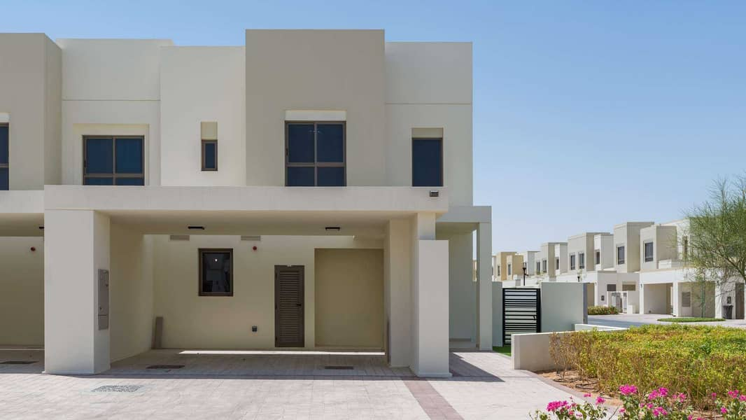26 EXCLUSIVE FULLY FURNISHED POOL AND PARK