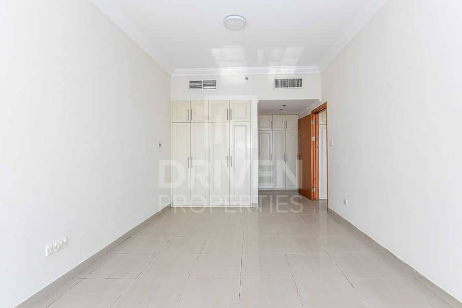 Well-maintained Unit w/ Partial Sea View