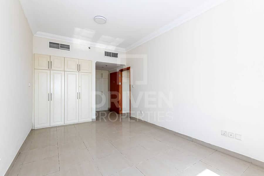 2 Well-maintained Unit w/ Partial Sea View