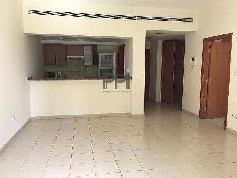 1BR  SPACIOUS  APARTMENT IN GREENS