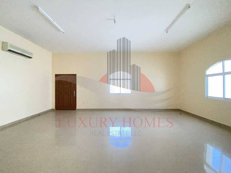 2 6 Master Bedrooms Villa for Rent Located Near Towaya Park