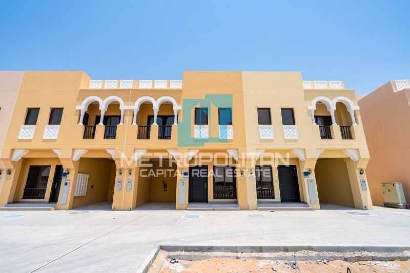 Astonishing TH | Huge Balcony | Private Parking
