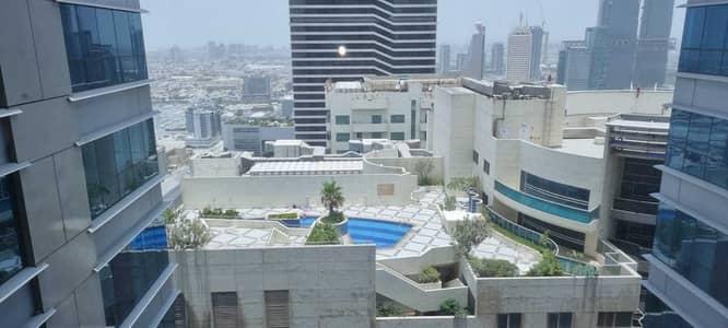 مکتب  للبيع في شارع الشيخ زايد، دبي - مکتب في برج لطيفة شارع الشيخ زايد 3200000 درهم - 5359065
