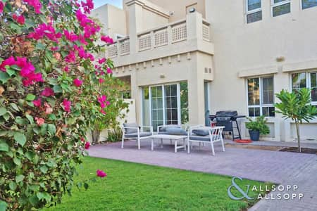 3 Bedroom Villa for Rent in The Lakes, Dubai - Exclusive   3 Beds   Backing Pool and Park