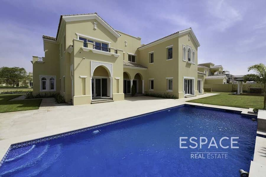 Large Landscaped Garden with Private Pool