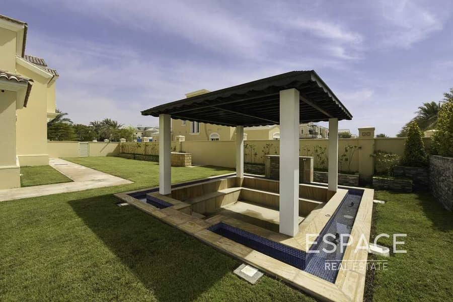 13 Large Landscaped Garden with Private Pool