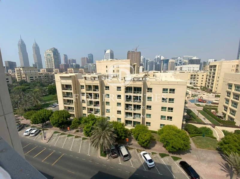 Unfurnished   Perfectly maintained   Top floor